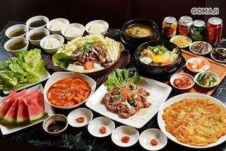 近中山捷運站 2 號出口,【韓之棧】乾淨整齊的用餐環境,多樣化的選擇讓您一次品嚐各種韓式經典!豐盛的烤肉套餐,適合揪麻吉們一起品嚐,讓您飽足又滿足~