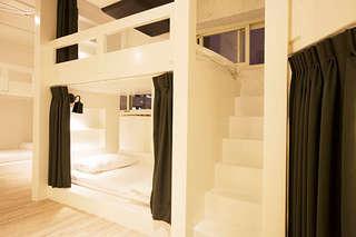 近寧夏夜市、台北車站!【台北-龍蝦先生的秘密巢穴】完整規劃富含創意巧思的室內空間、營造巧心氛圍,保有靜謐就寢環境,讓您恣意享受旅行中的放鬆舒適!