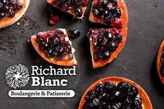 【Richard Blanc】經典藍莓塔上桌~酸甜藍莓搭配金黃塔皮,吃來清新爽口,不會過於甜膩,甜美果香在齒頰間綻放,輕鬆擁有浪漫午茶時光!