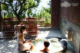 【新竹-石上湯屋渡假村】每一個湯屋專屬的泡湯泉池都面對一大片的自然美景,配合雲霧裊繞的天然真泉,讓您悠然享山水!
