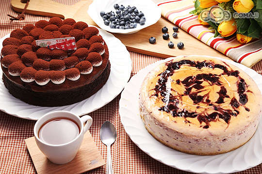 只要279元起,即可享有【JJ義式餐坊】A.維也納巧克力蛋糕(8吋)一個 / B.巧克力覆盆子蛋糕(8吋)一個 / C.藍莓乳酪起士蛋糕(8吋)一個 / D.(維也納巧克力蛋糕(8吋)一個/巧克力覆盆子蛋糕(8吋)一個/藍莓乳酪起士蛋糕(8吋)一個 三選二)