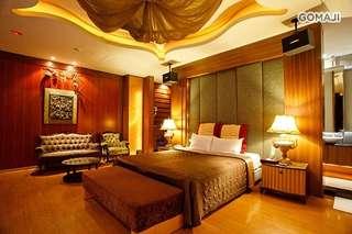 【台北-金莎汽車旅館】提供多種主題式的浪漫套房,精緻的特色裝潢和浪漫華麗佈景,還有 KTV 可以恣意歡唱,讓您盡情享受幸福美好的悠閒時光!