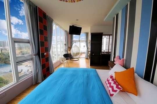 只要1099元起,即可享有【墾丁-9453旅店】就是有鬆~墾丁特色民宿讓你放鬆AB.雙人/C.四人住宿專案〈含A.飛雙人房/B.(美心/下半場)雙人房/C.(五星級/悠遊卡)四人房 住宿一晚〉