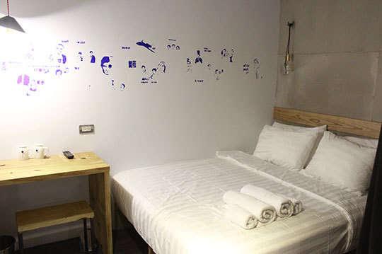只要1480元,即可享有【正.旅館】舒適、便利及充滿藝術氣息的【正.旅館】,臨近台北車站及西門町商圈,是旅人在繁忙台北最佳的住宿夥伴~雙人住宿專案〈含標準雙人房(一大床)住宿一晚 + WIFI + 免費咖啡機使用〉