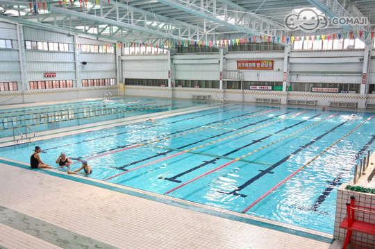 只要95元,即可享有【太平洋假期游泳池】單人游泳池票一次〈含設施:游泳池、SPA池、沖擊泉池、蒸氣室、烤箱〉