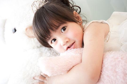 只要888元起,即可享有【飞鱼影像摄影美术馆】a.宝宝儿童艺术照 / b.