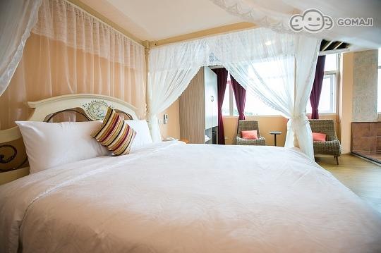 背景墙 房间 家居 酒店 设计 卧室 卧室装修 现代 装修 540_359