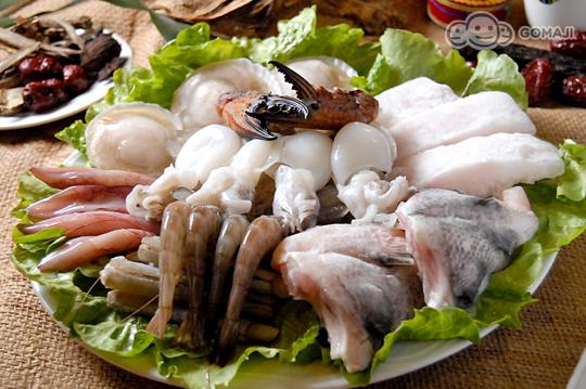 特选霜降猪 + 特级牛/香草猪/特级羊/土鸡肉卷 四选二 + 海鲜拼盘