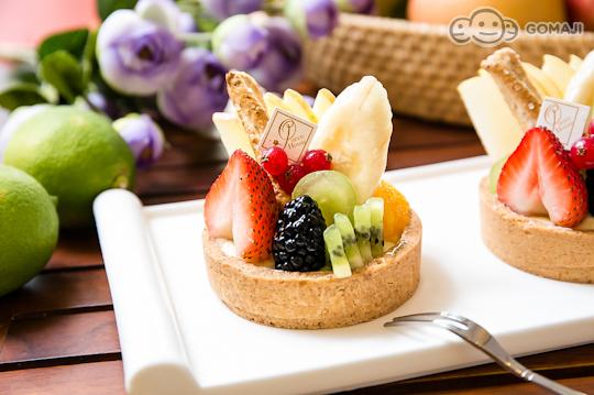 令人迷恋的水果塔,以当季新鲜的综合水果铺底