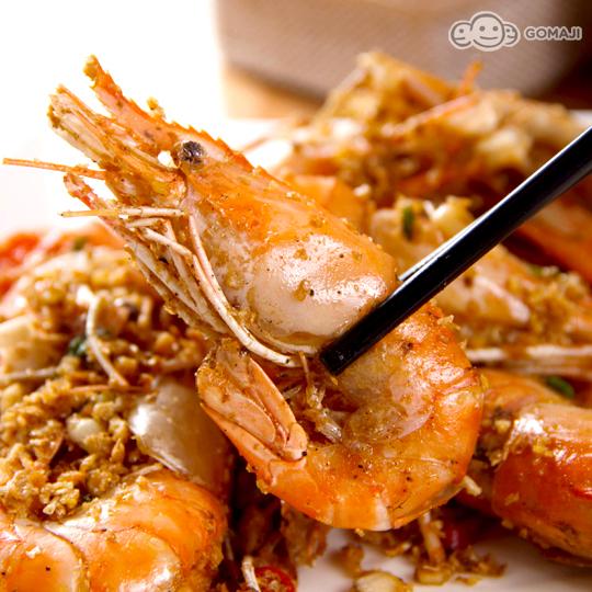 胡椒虾    橘红色的偌大鲜虾就在面前,看得让人食指大动,等不及拨开