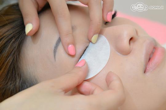 在嫁接的过程中保护下眼睫毛