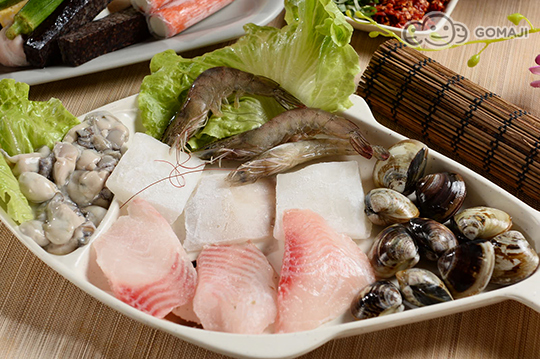 (海鲜拼盘:鲜虾+鲜蚵+蛤蜊+软丝+鲷鱼)