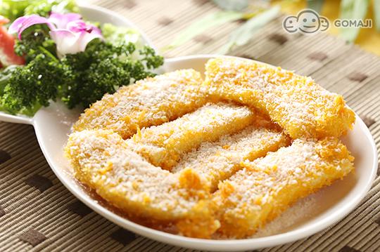 豆酥_富贵豆酥余  主厨将满满的咸香豆酥铺满料理,金黄色泽超诱人,不管大