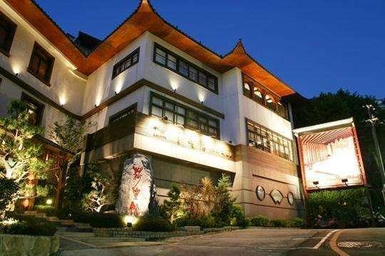 北投溫泉:時尚中國風設計 | 荷豐溫泉會館